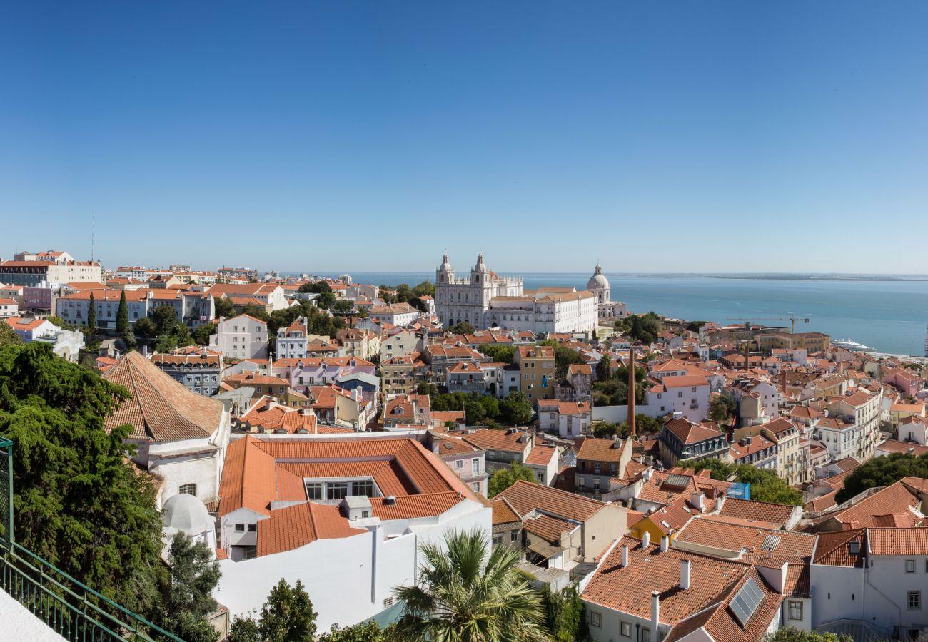 Penthouse avec vue du balcon haut de gamme sur Lisbonne et sur le Tage