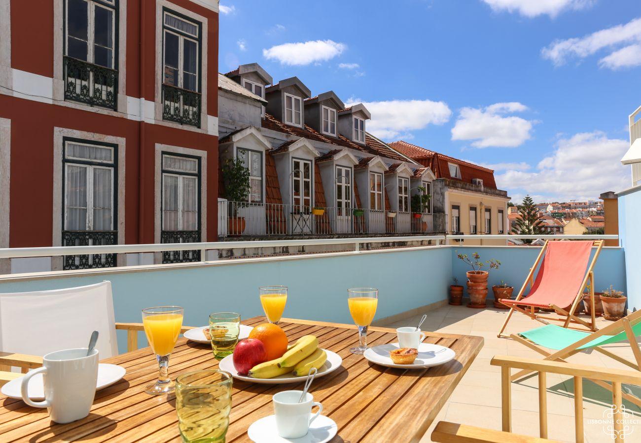 Terrasse spacieuse coloré et aménagée en plein centre de la ville