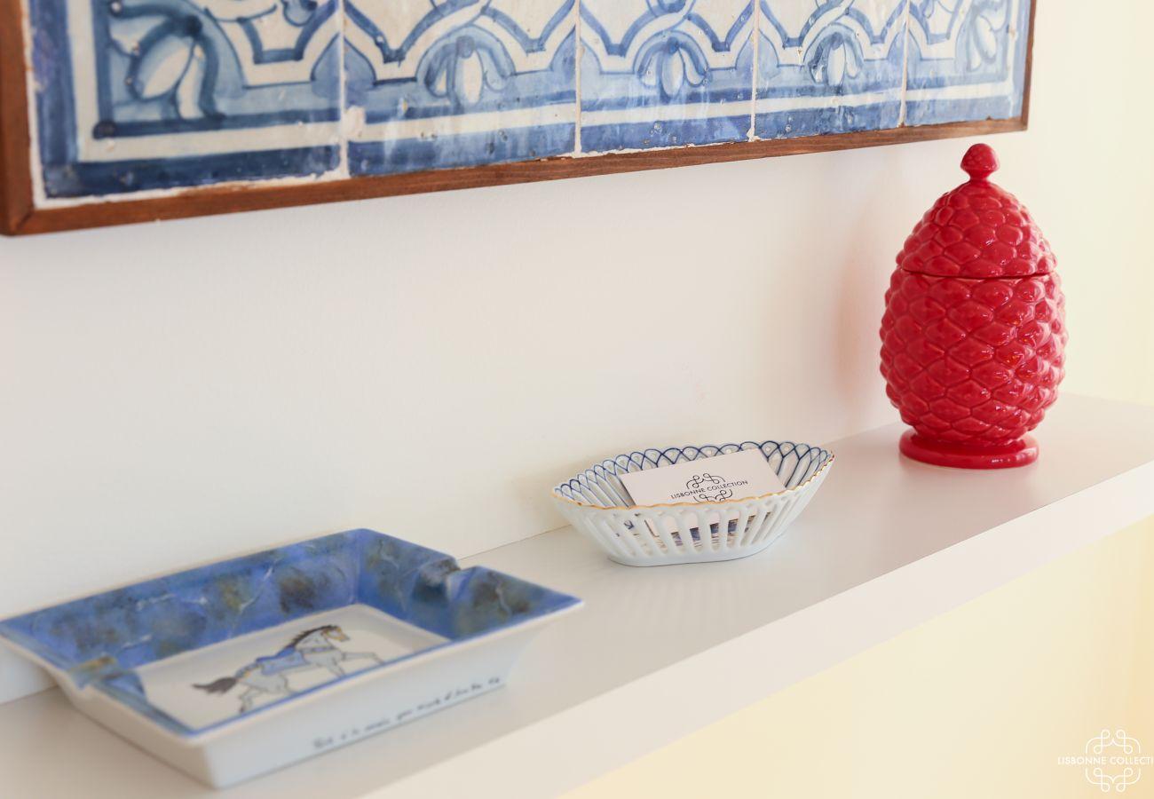 Décoration sur une étagère cendrier en azulejos