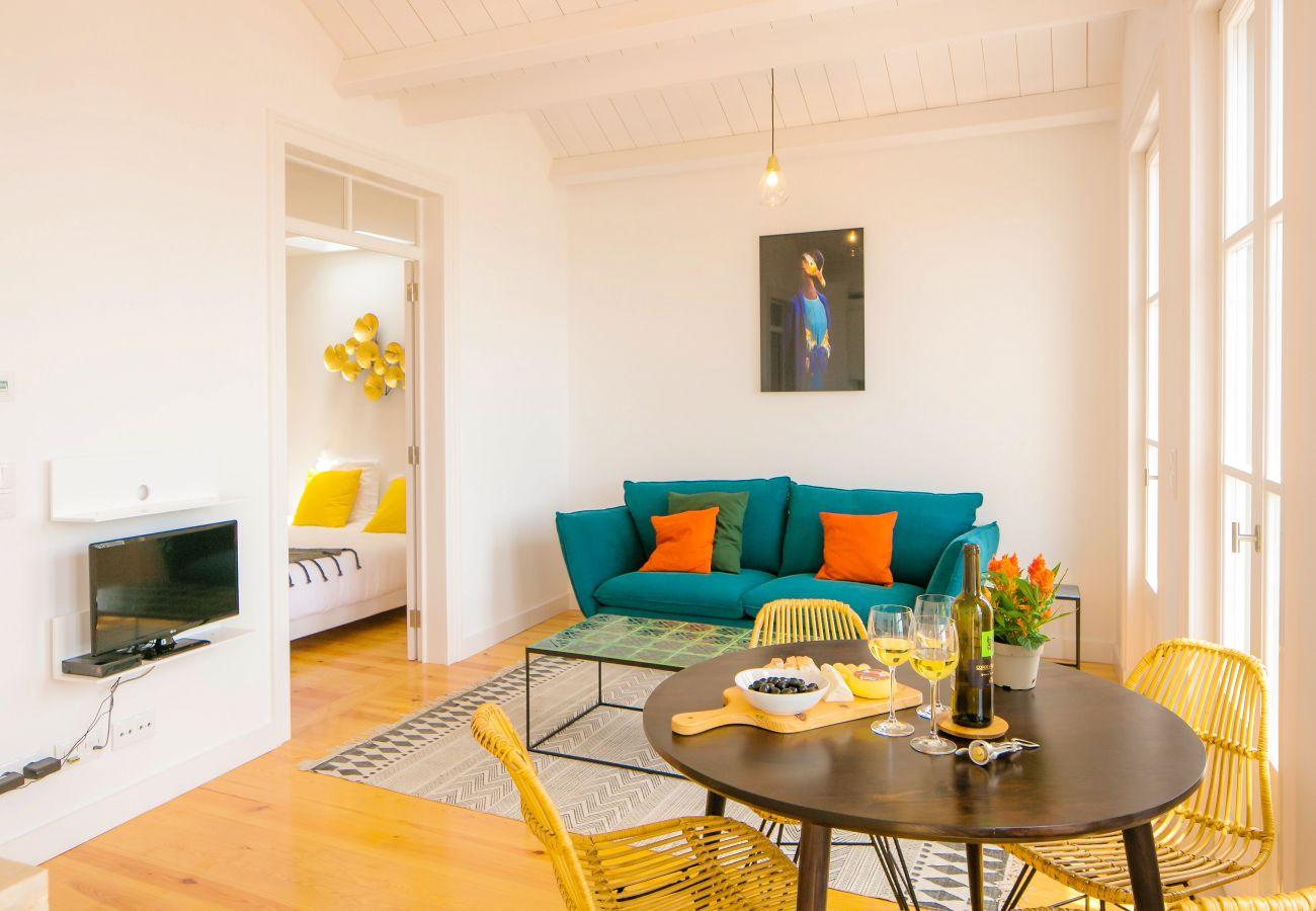 grand salon avec accès à une chambre double à louer
