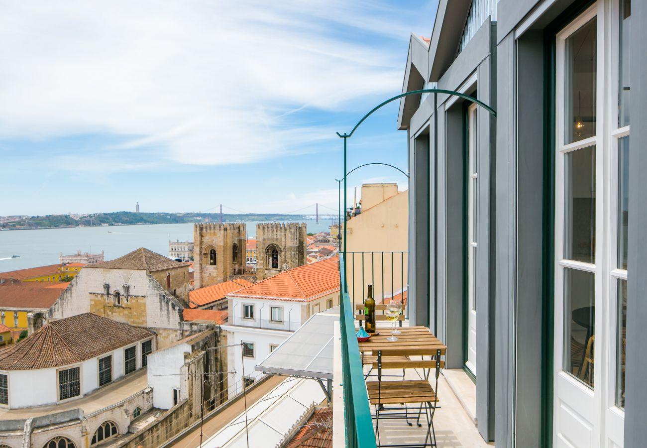 vue sur le fleuve de l'appartement de location haute gamme à Lisbonne