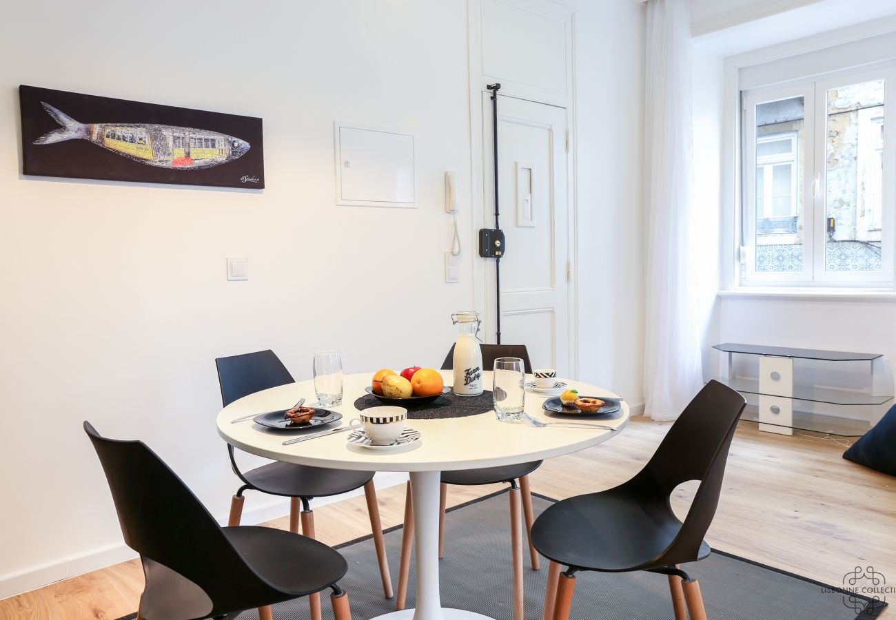 salle à manger spacieuse et lumineuse avec vue sur le quartier historique de Graça