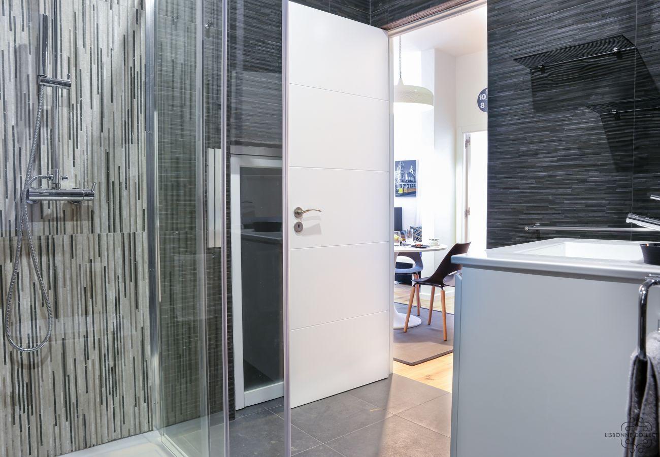 salle de bain ultra moderne et design complètement rénové à Graça