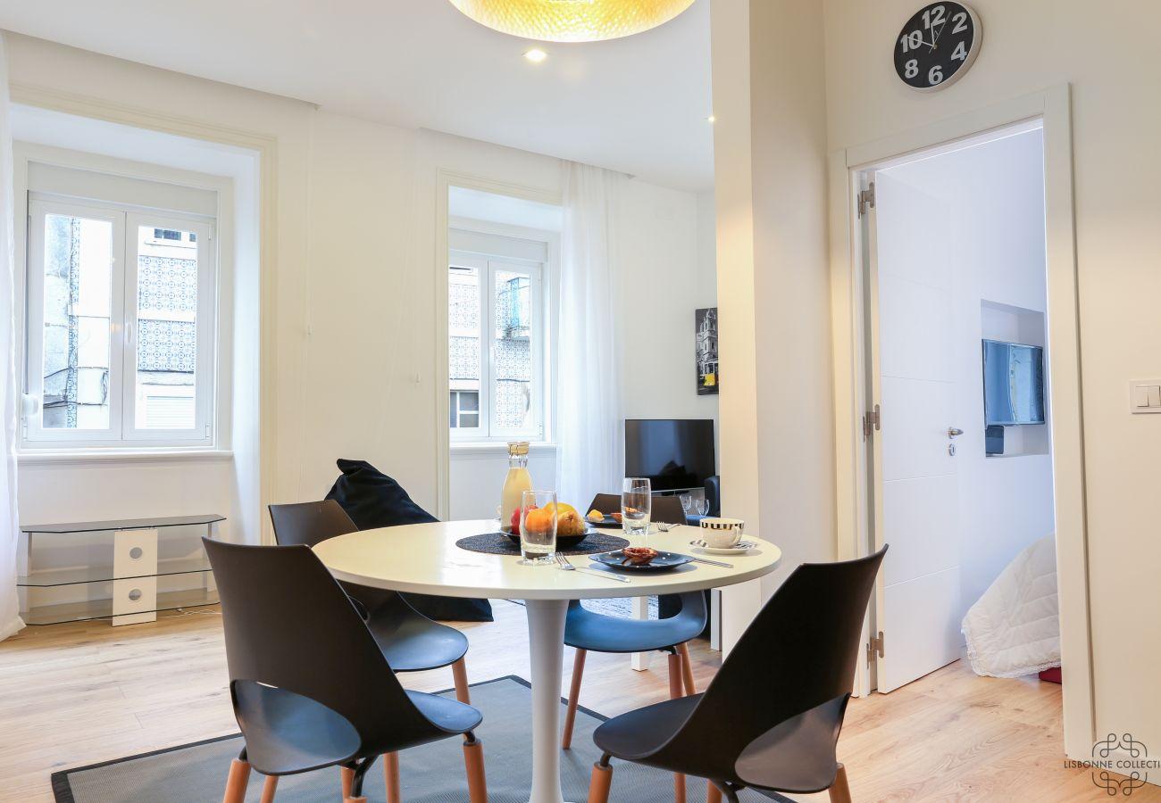 accès chambre via séjour salle à manger cuisine à Lisbonne
