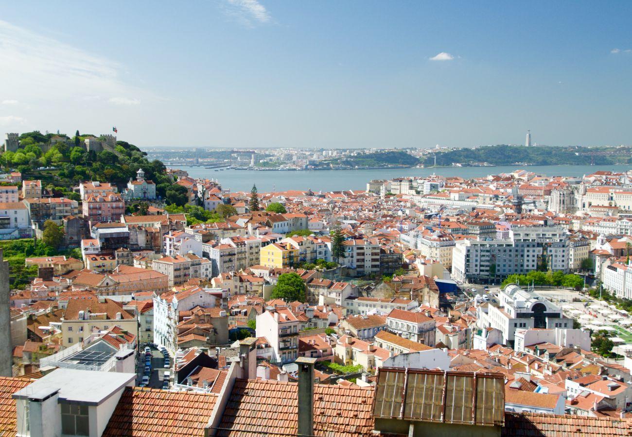 Vue sur le centre ville du miradouro da Graça