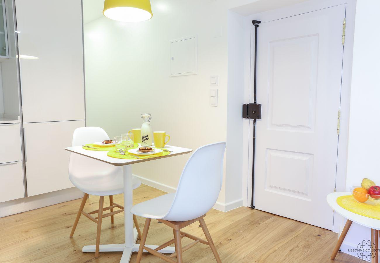 salle à manger spacieuse et lumineuse en location à Lisbonne