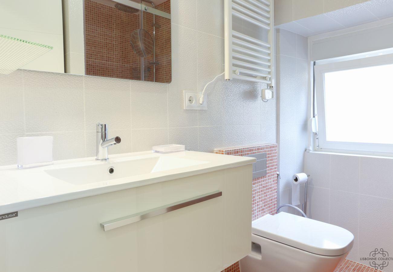 salle de bain moderne et design avec douche en mosaïque