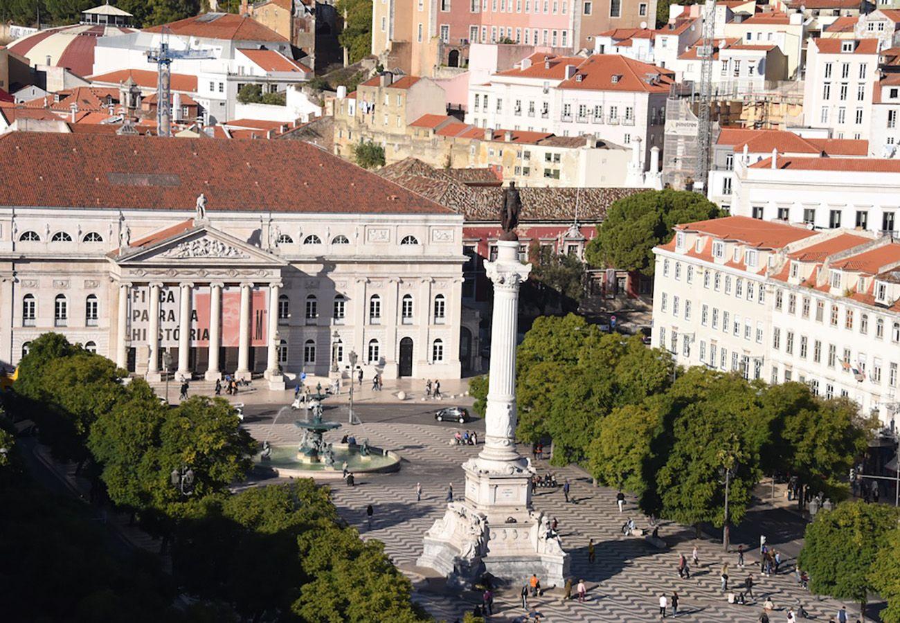 Grande place de Lisbonne idéale pour des vacances entre amis ou en famille