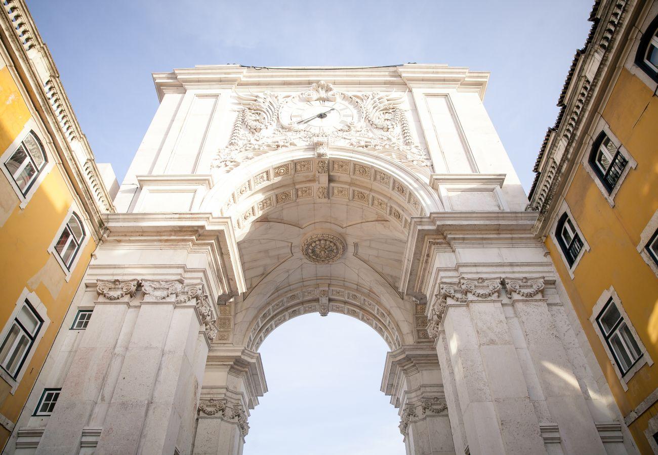 Arche de la place du commerce dans le centre historique de la ville de Lisbonne