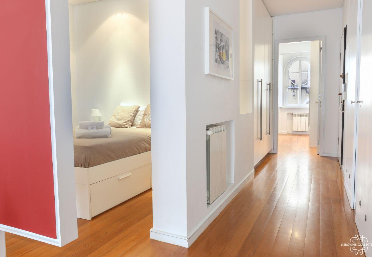 Couloir principal et chambre luxueuse