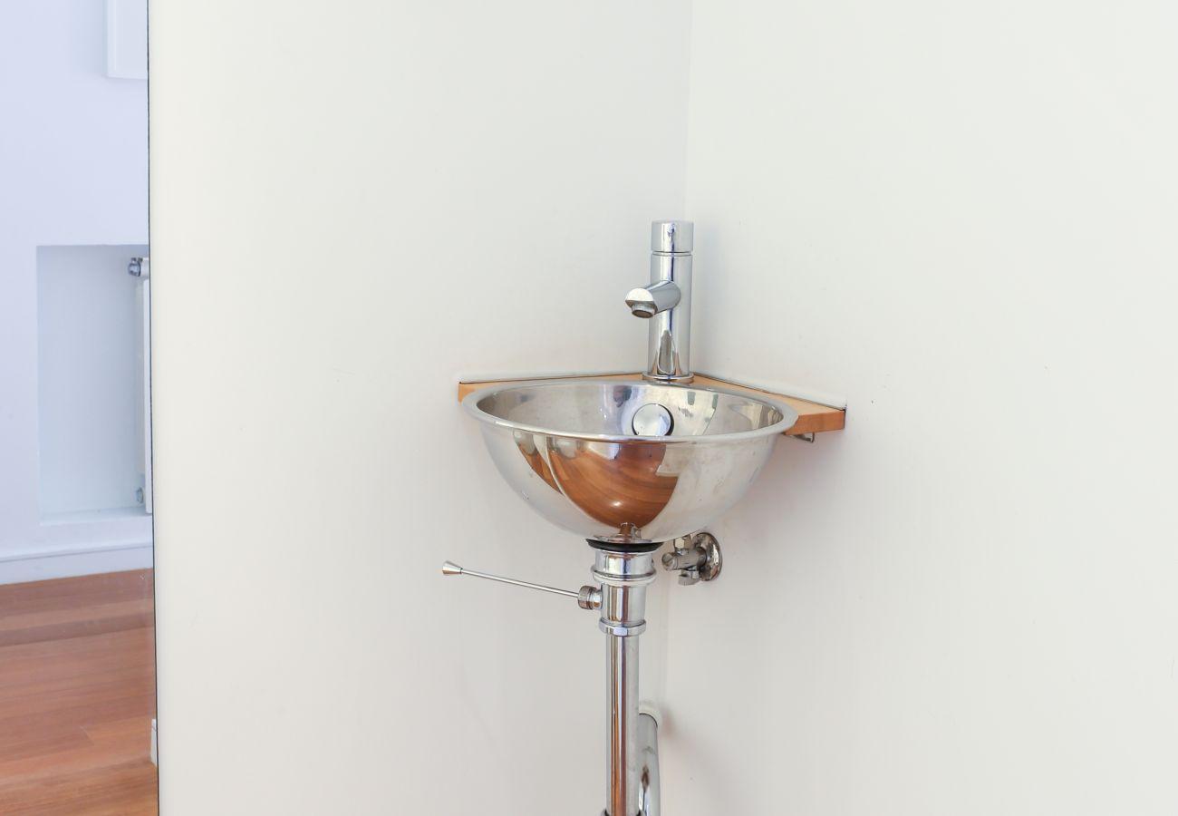 Grand évier fonctionnel pour se laver les mains