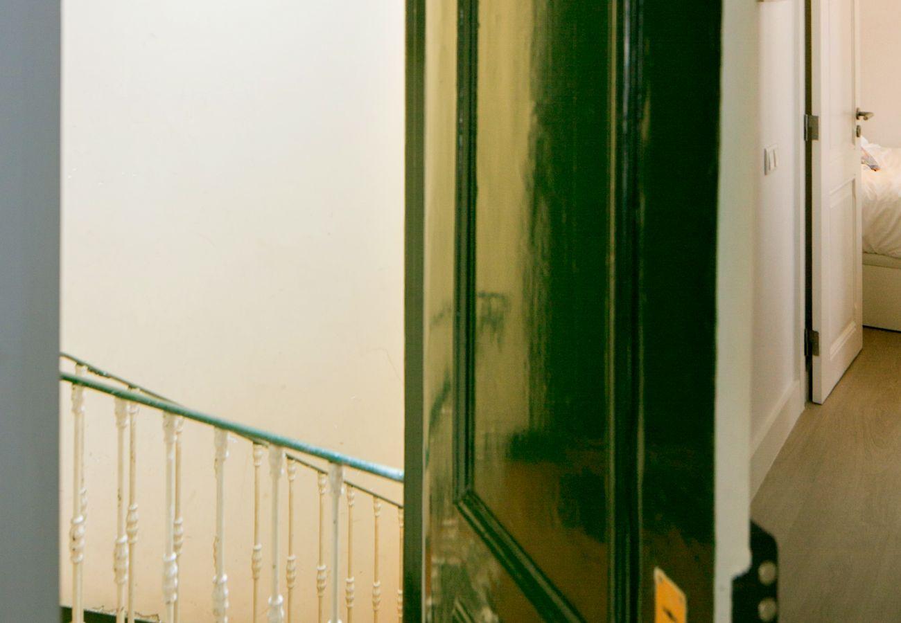 Appartement de location dans le centre ville de Lisbonne avec grand escalier