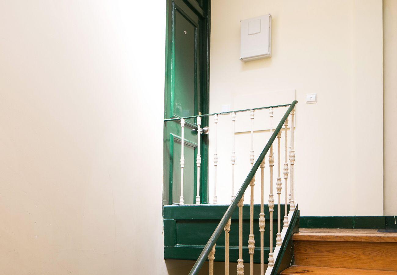 Cage d'escalier d'un appartement de location pour les vacances dans le cœur de Lisbonne
