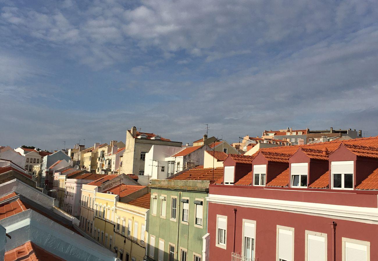 Vue de l'accès extérieur sur le quartier de Graça à Lisbonne