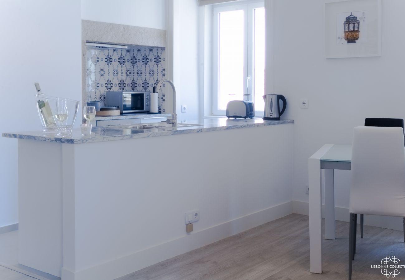 Cuisine typique toute équipée avec azulejos modernes et haut de gamme