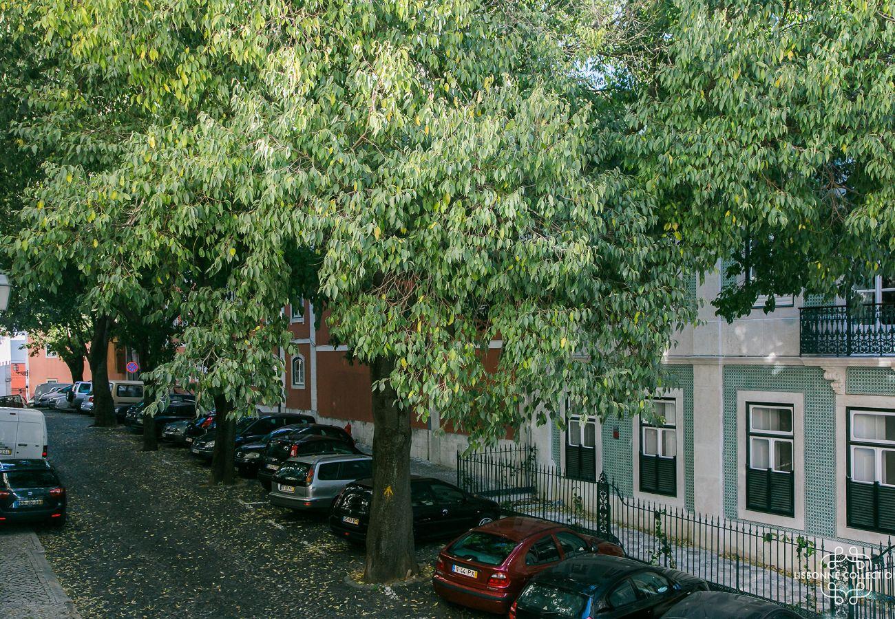 Vue de la fenêtre de l'appartement prestigieux à Lisbonne