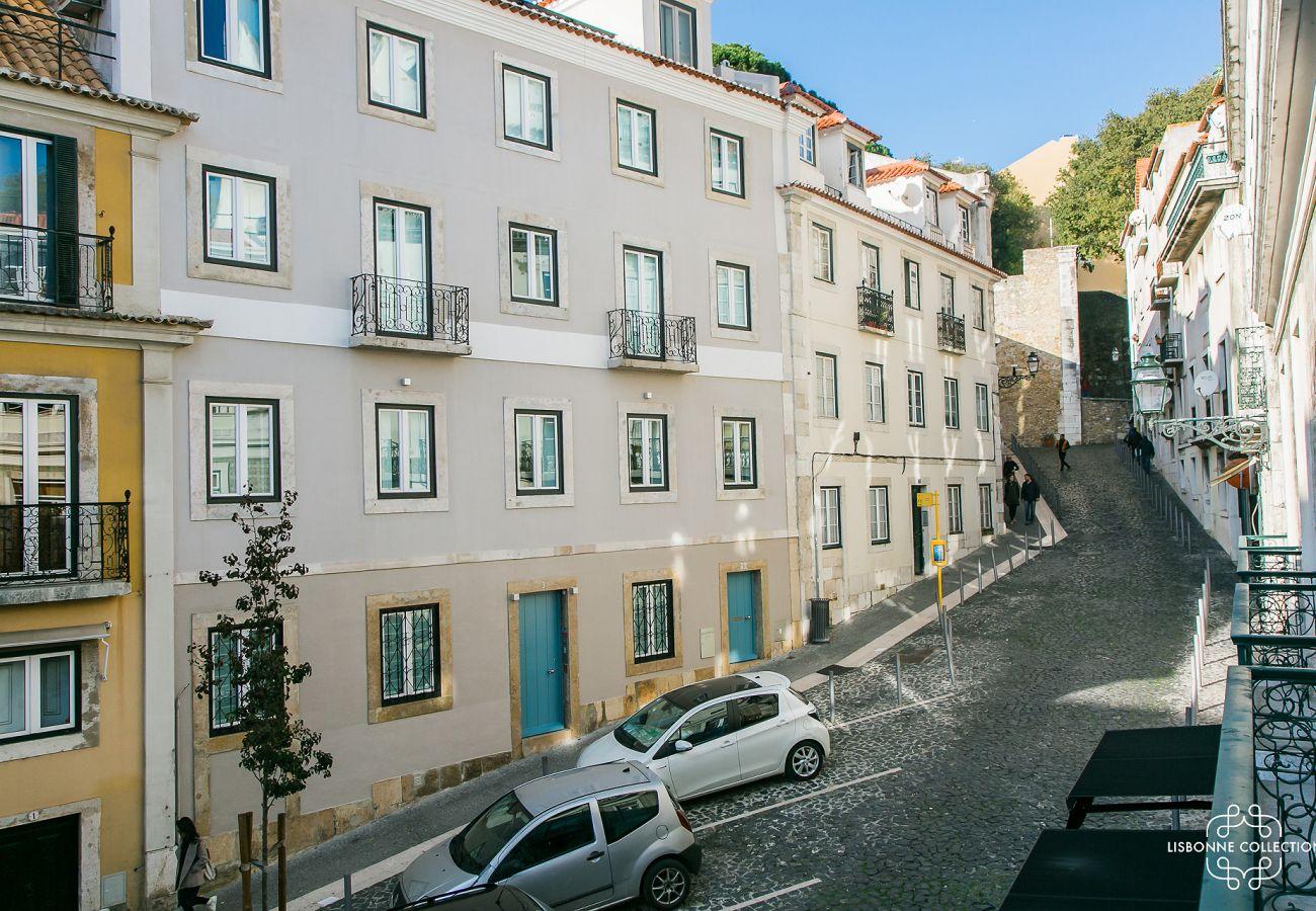 Vue panoramique et splendide du balcon de l'appartement