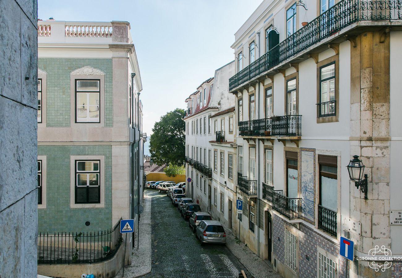 Vue de la fenêtre de l'appartement prestigieux