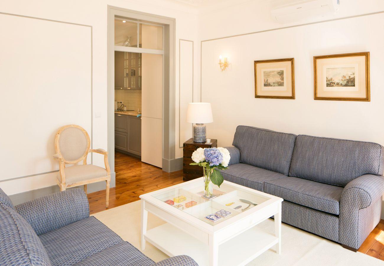 Salon spacieux avec accès extérieur idéal pour des vacances en famille