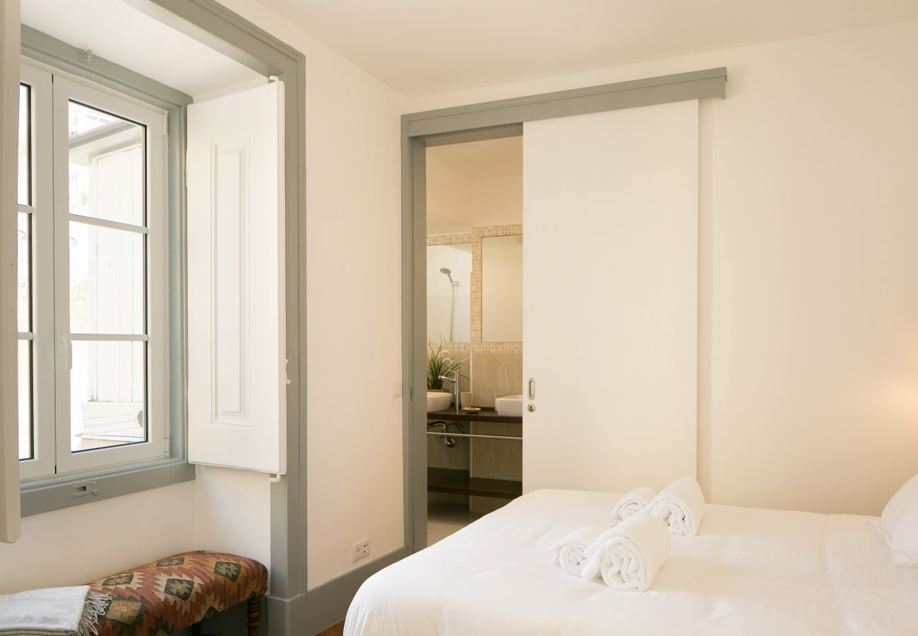 Chambre pour 2 adultes avec salle de bain privative en location