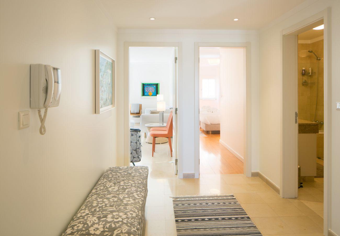 Hall d'entrée d'un appartement spacieux à Lisbonne