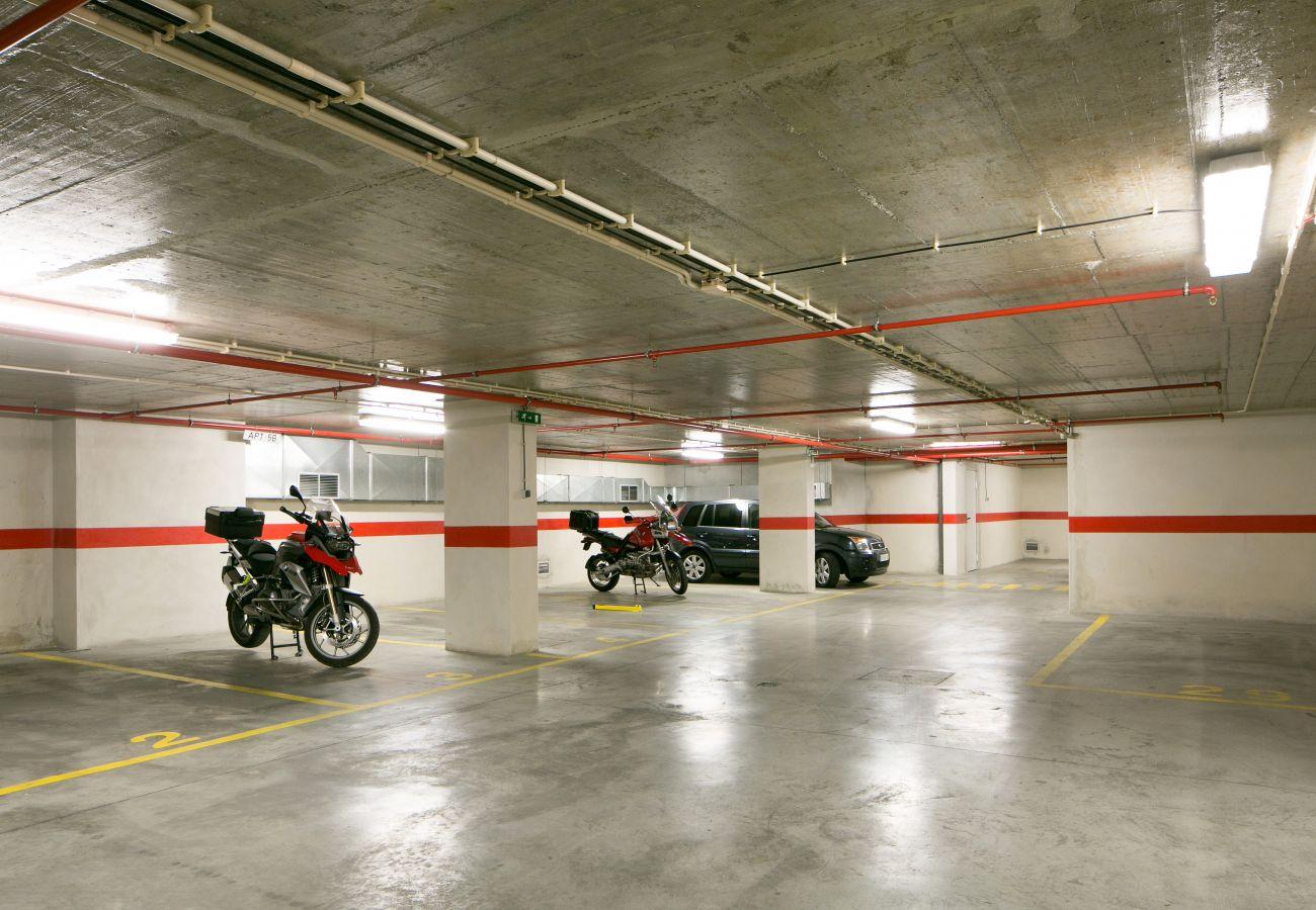 Parking souterrain de l'immeuble où se trouve l'appartement à louer
