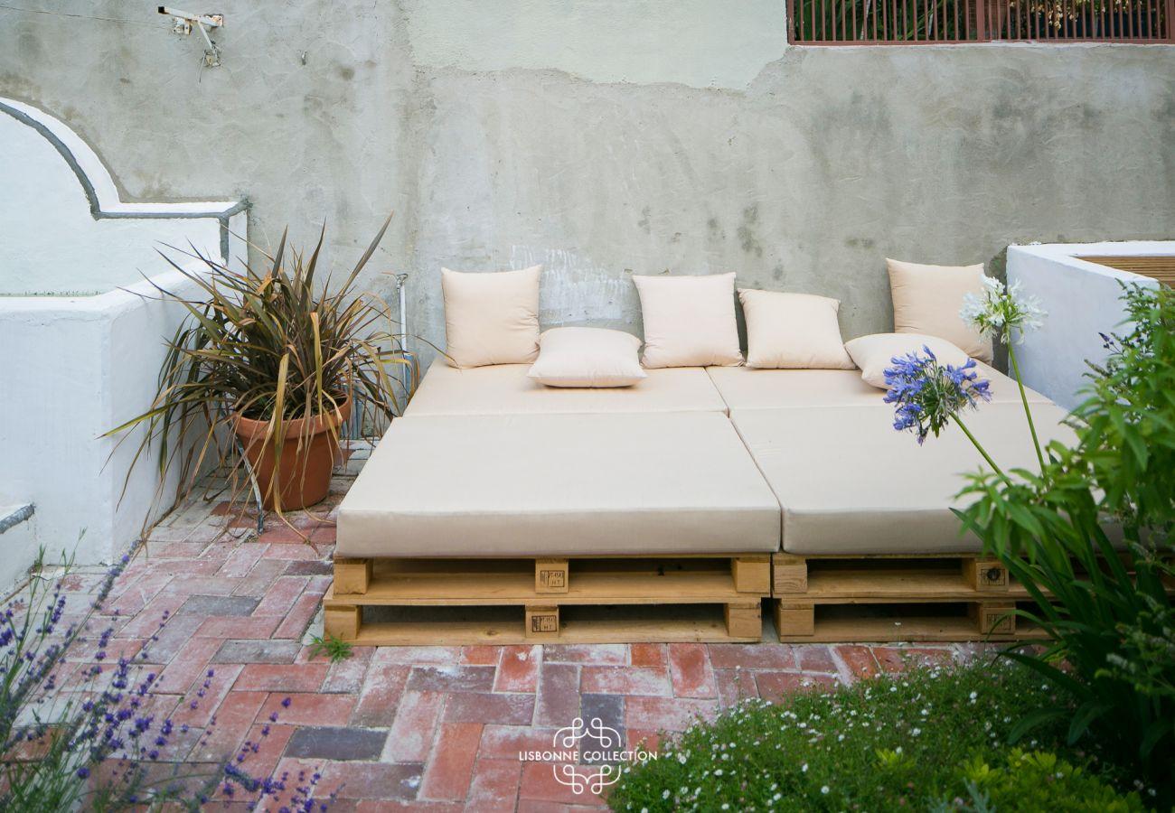 Canapé extérieur vintage pour se prélasser lors d'un apéritif