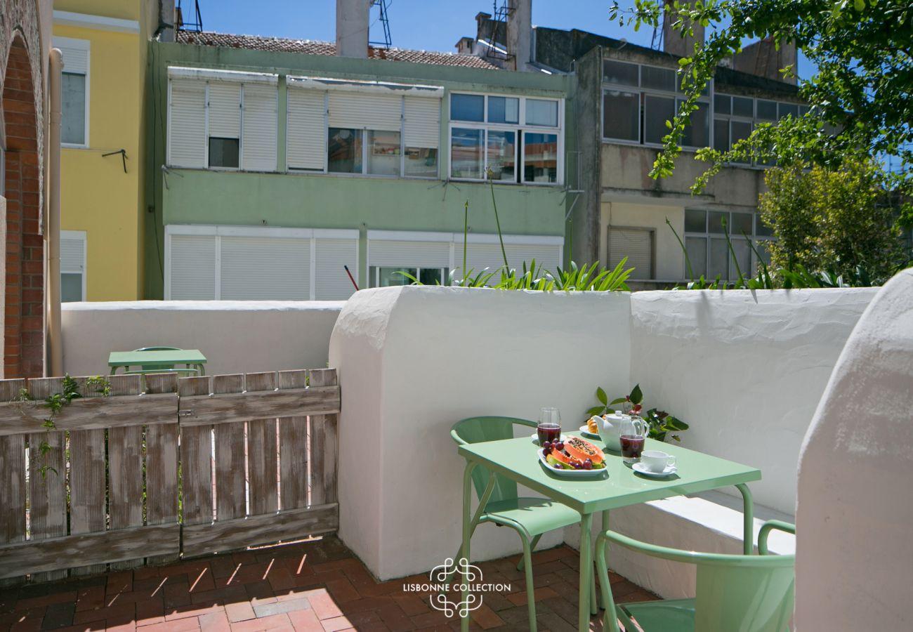 Accès extérieur avec terrasse et jardin à louer à Lisbonne