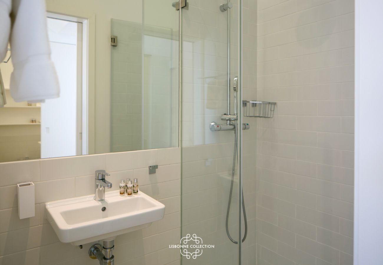 Salle de bain moderne et luxueuse