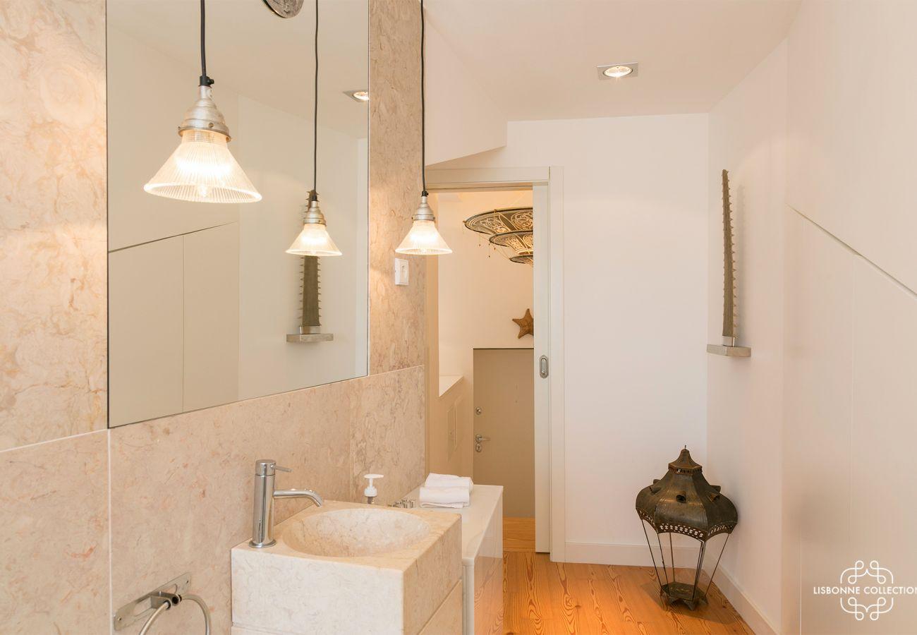 Salle de bain moderne dans une habitation de location