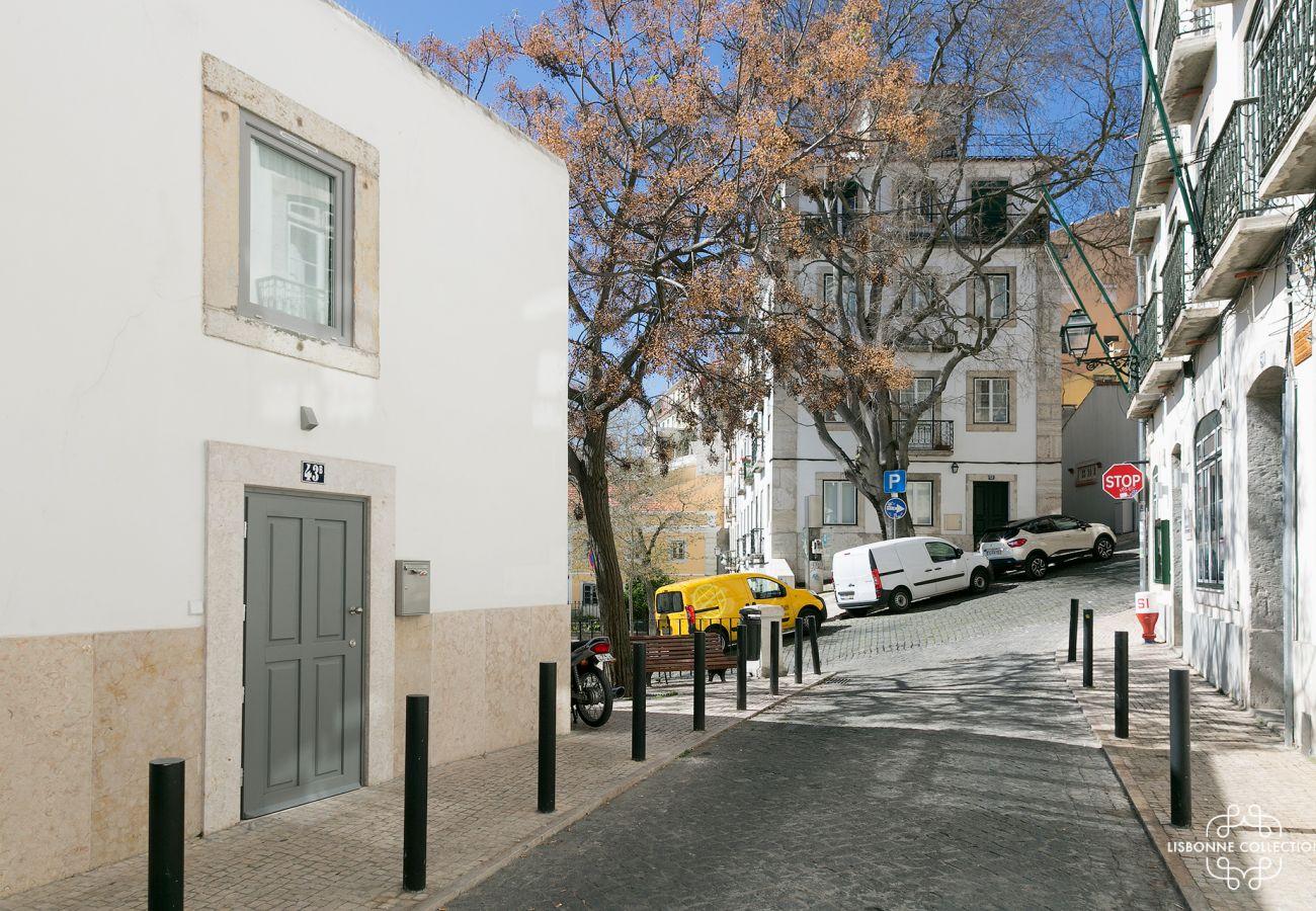 Quartier emblématique de Graça ensoleillé où se trouve le duplex à louer