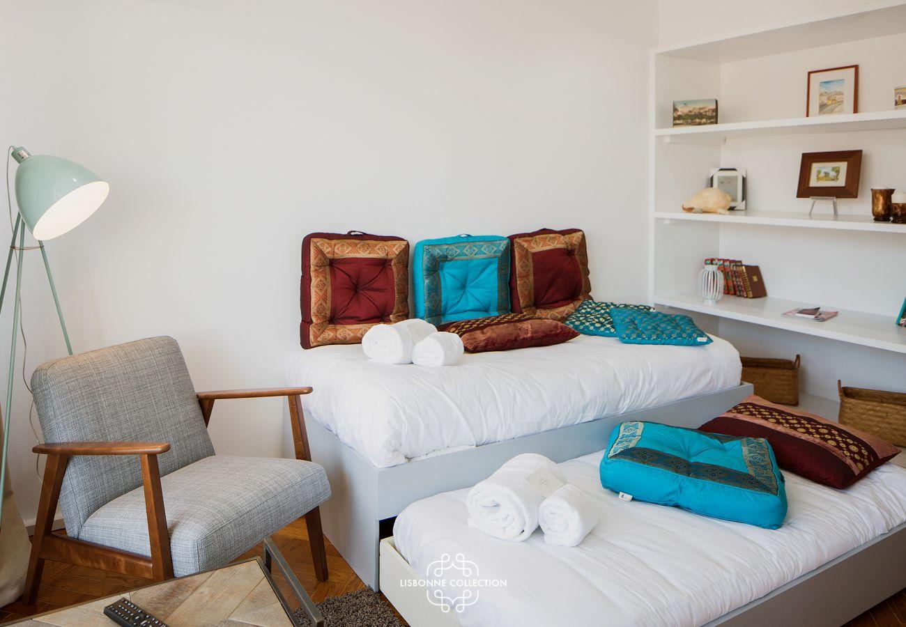Pièce à vivre avec deux couchages pour adultes ou pour enfants