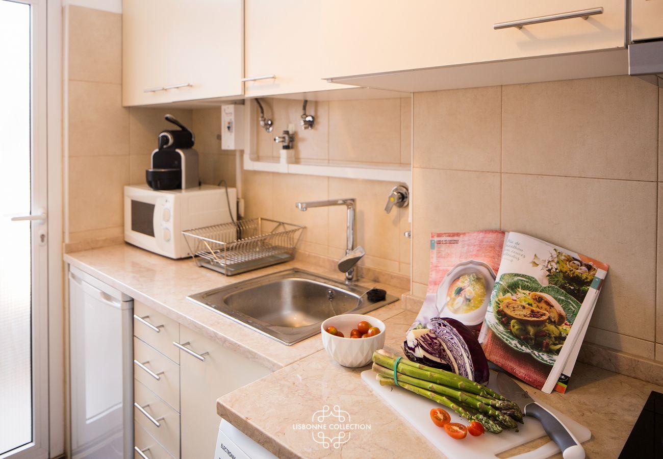 Cuisine dans un appartement au centre de la « ville blanche »