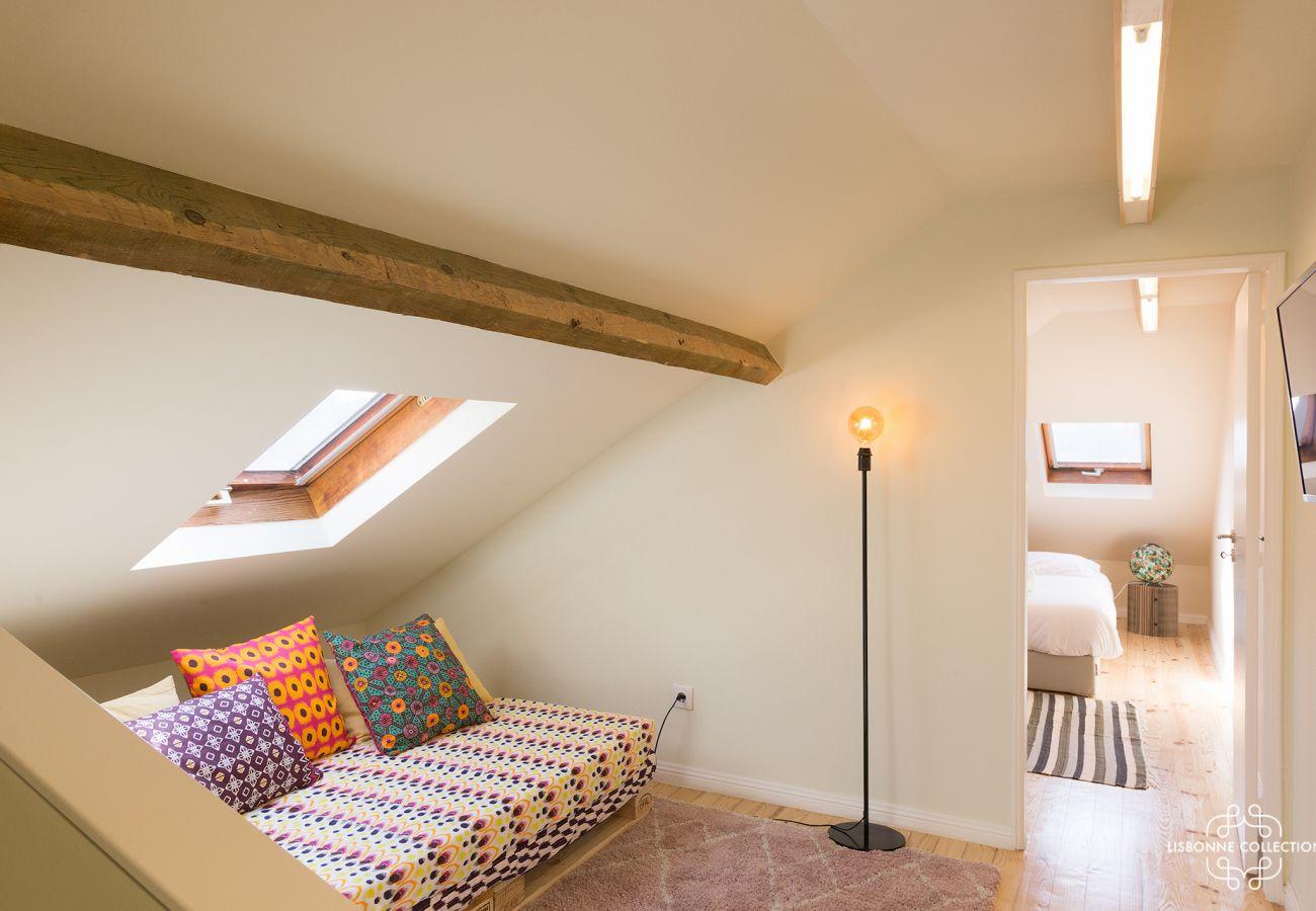 Chambre cosy dans les comble du duplex à Lisbonne