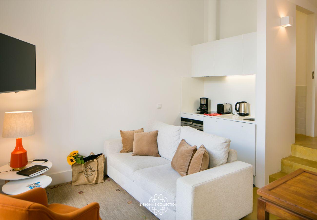 Salon donnant sur le couloir avec un accès sur les chambres et la salle de bain