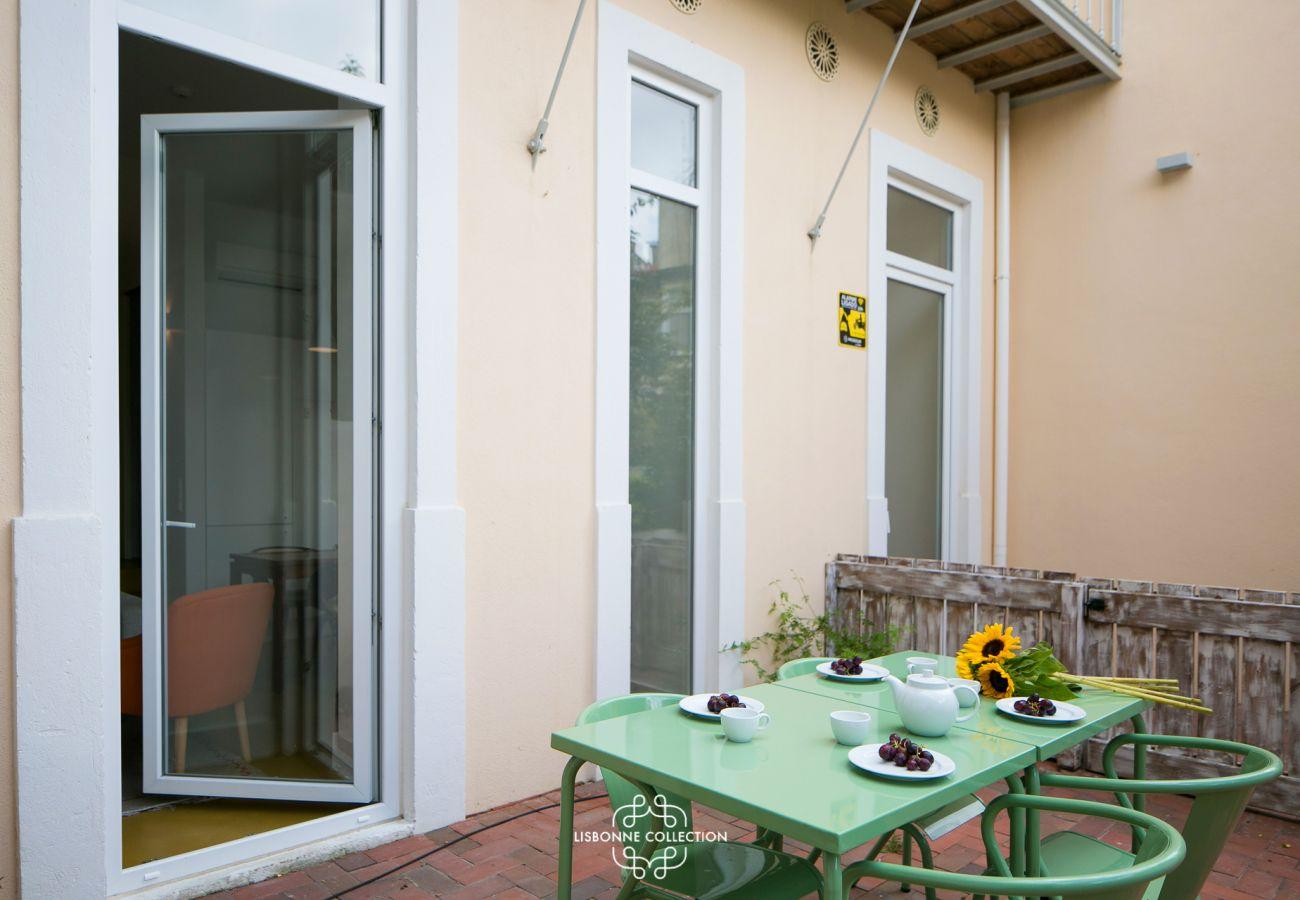 Terrasse aménagée avec jardinet haut de gamme en location
