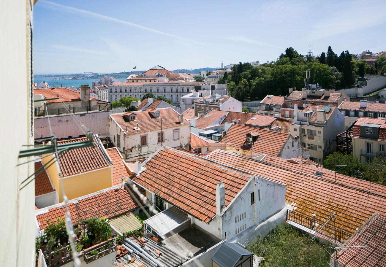 Vue sur le fleuve Tage dans la baie de Lisbonne