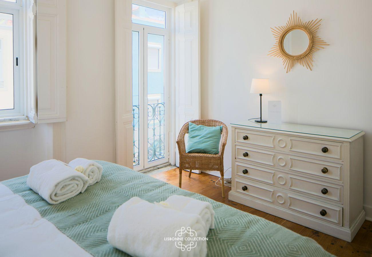 Chambre à coucher design aux tons épurés disponible à la location