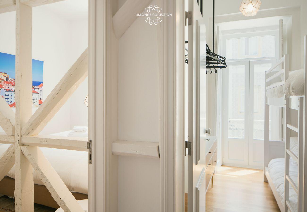 Accès chambre et corridor principal de l'entrée