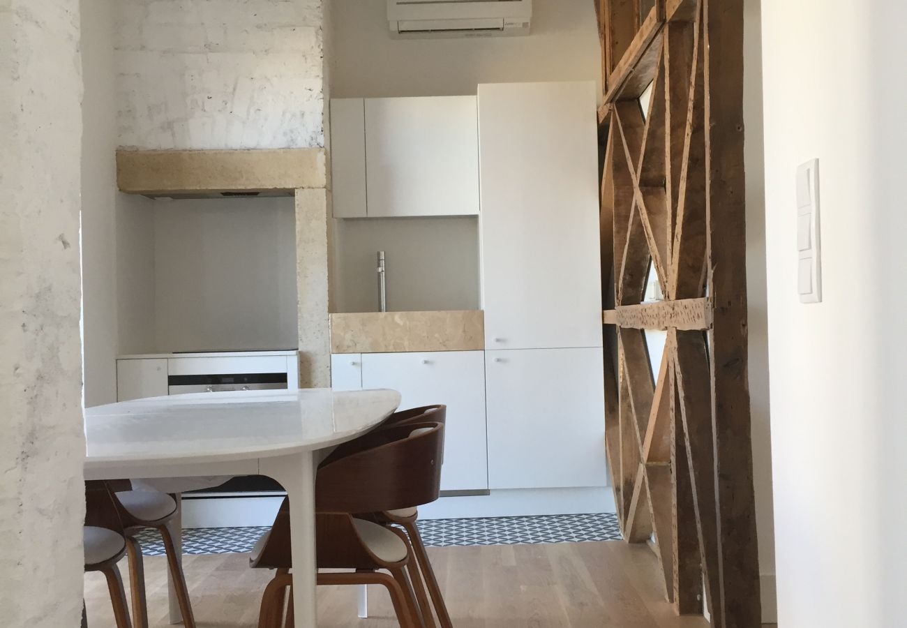 Salon cuisine salle à manger dans un appartement en location à Graça