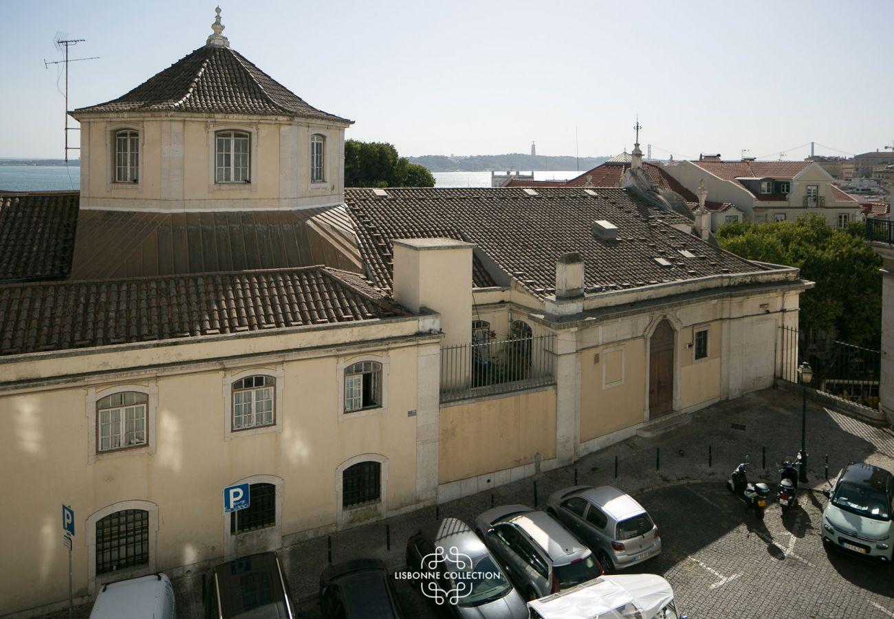 Vue du logement de luxe pour un séjour dans la ville aux 7 collines