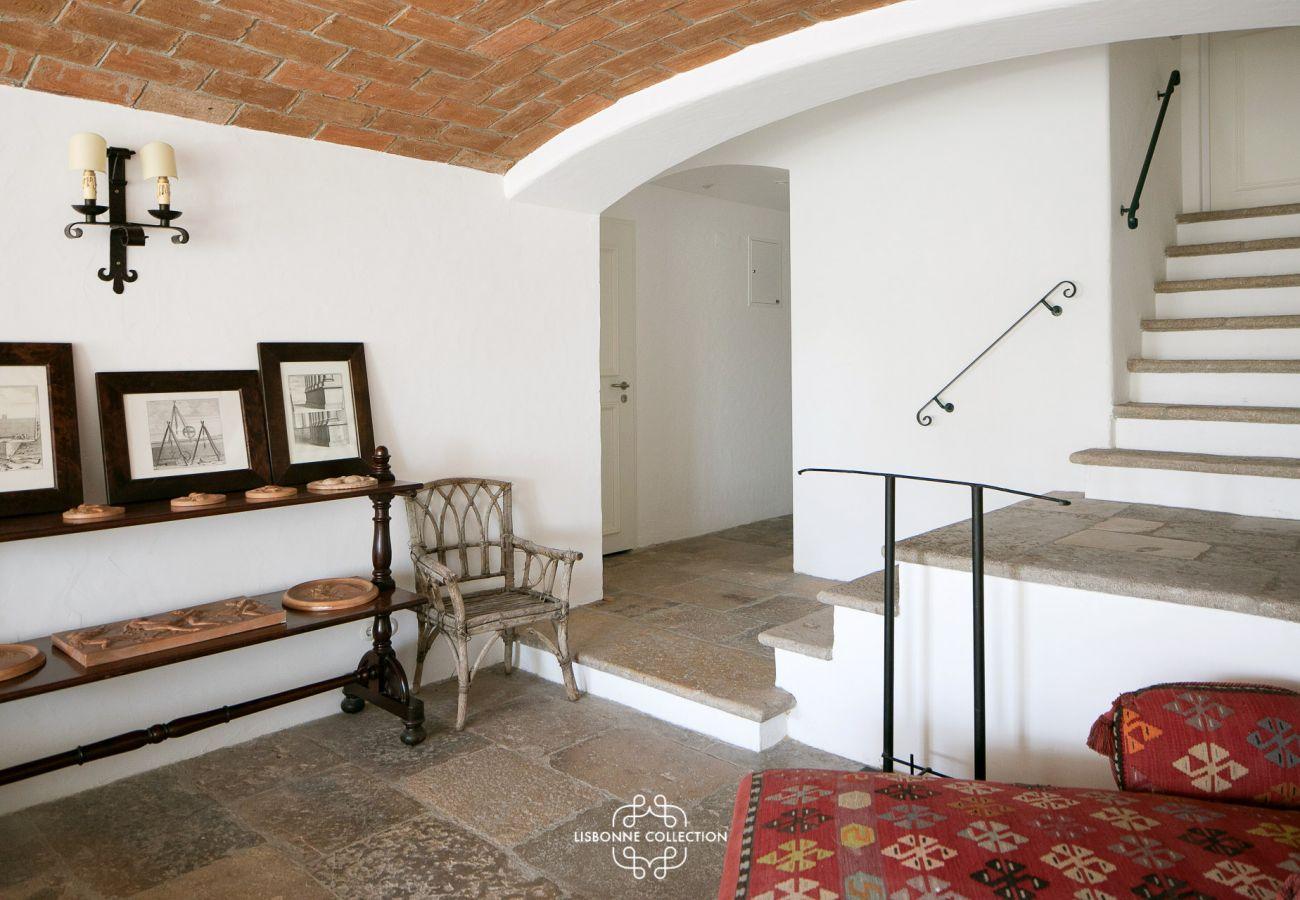 Hall d'entrée prestigieux dans un bel immeuble historique lisboète
