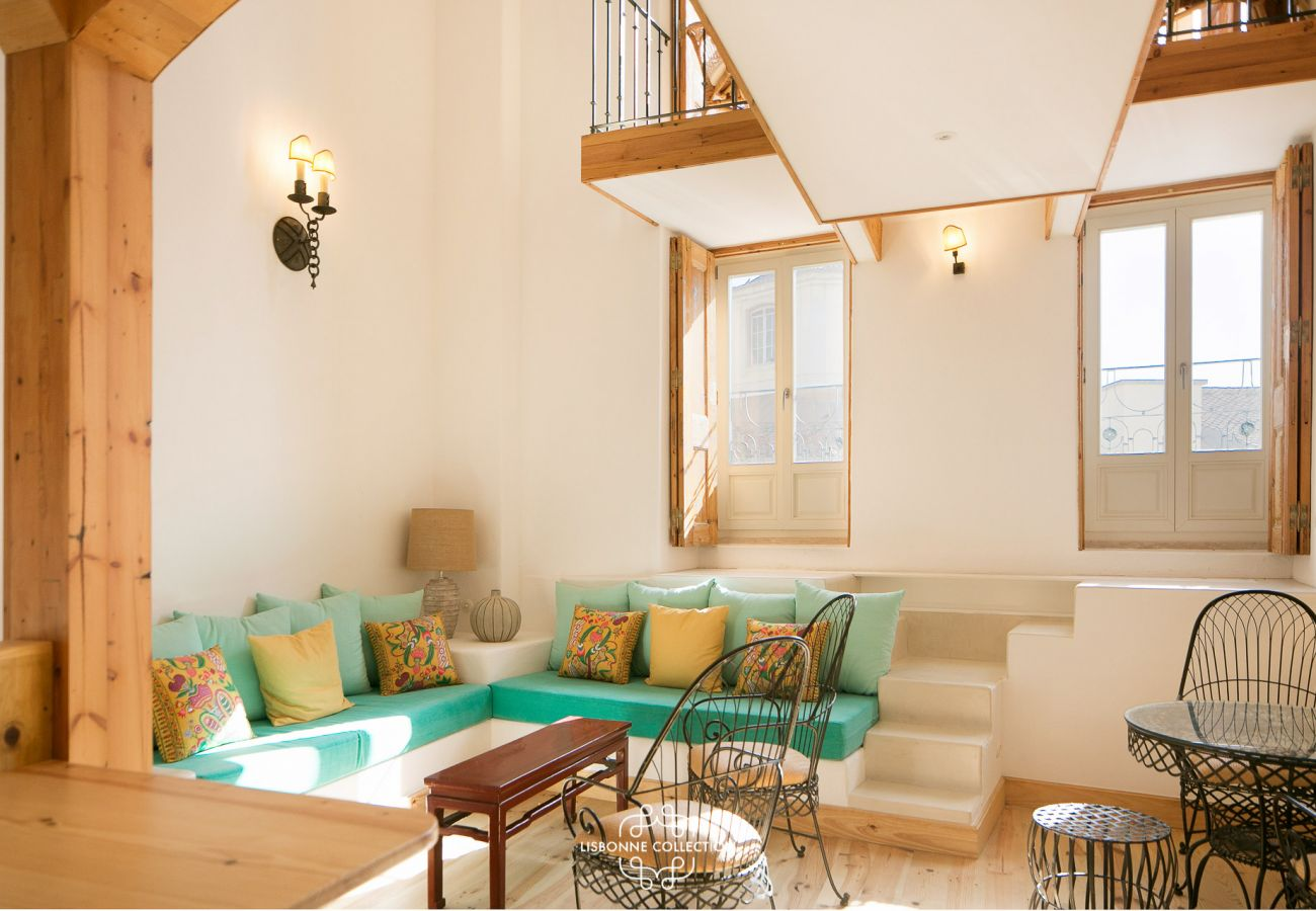 Pièce à vivre spacieuse claire et colorée dans un appartement à louer