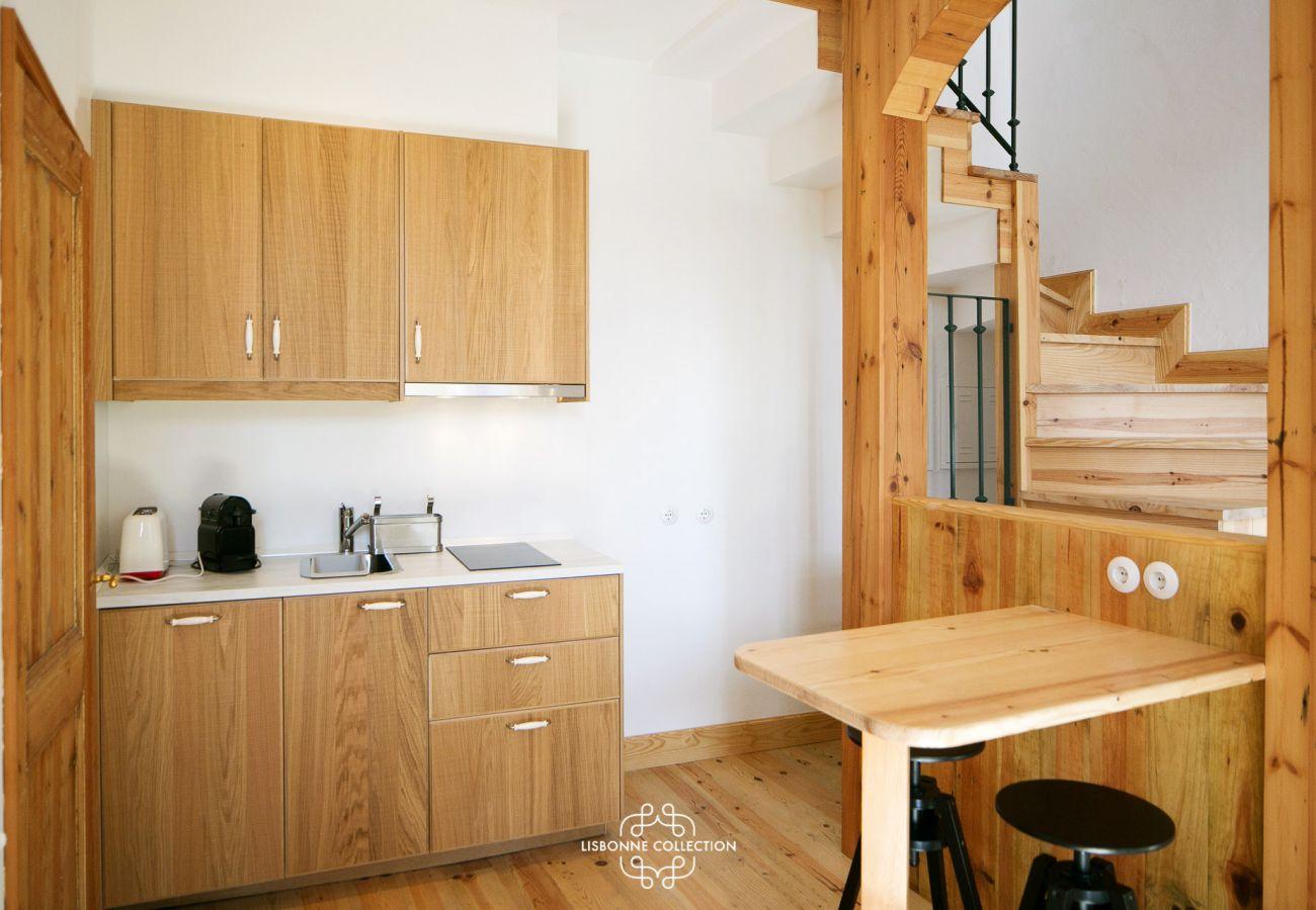 Grande cuisine typique de Lisbonne en bois tout équipée