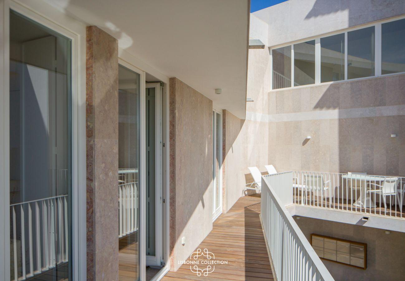 Etendu de l'accès extérieur aménagé en balcon