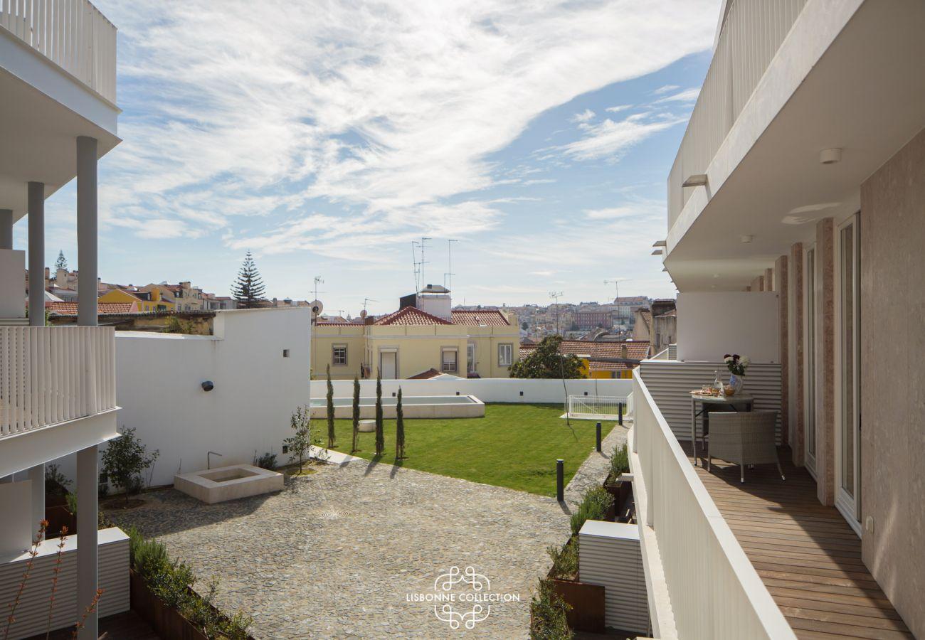 Vue sur la piscine de l'appartement en location à Lisbonne