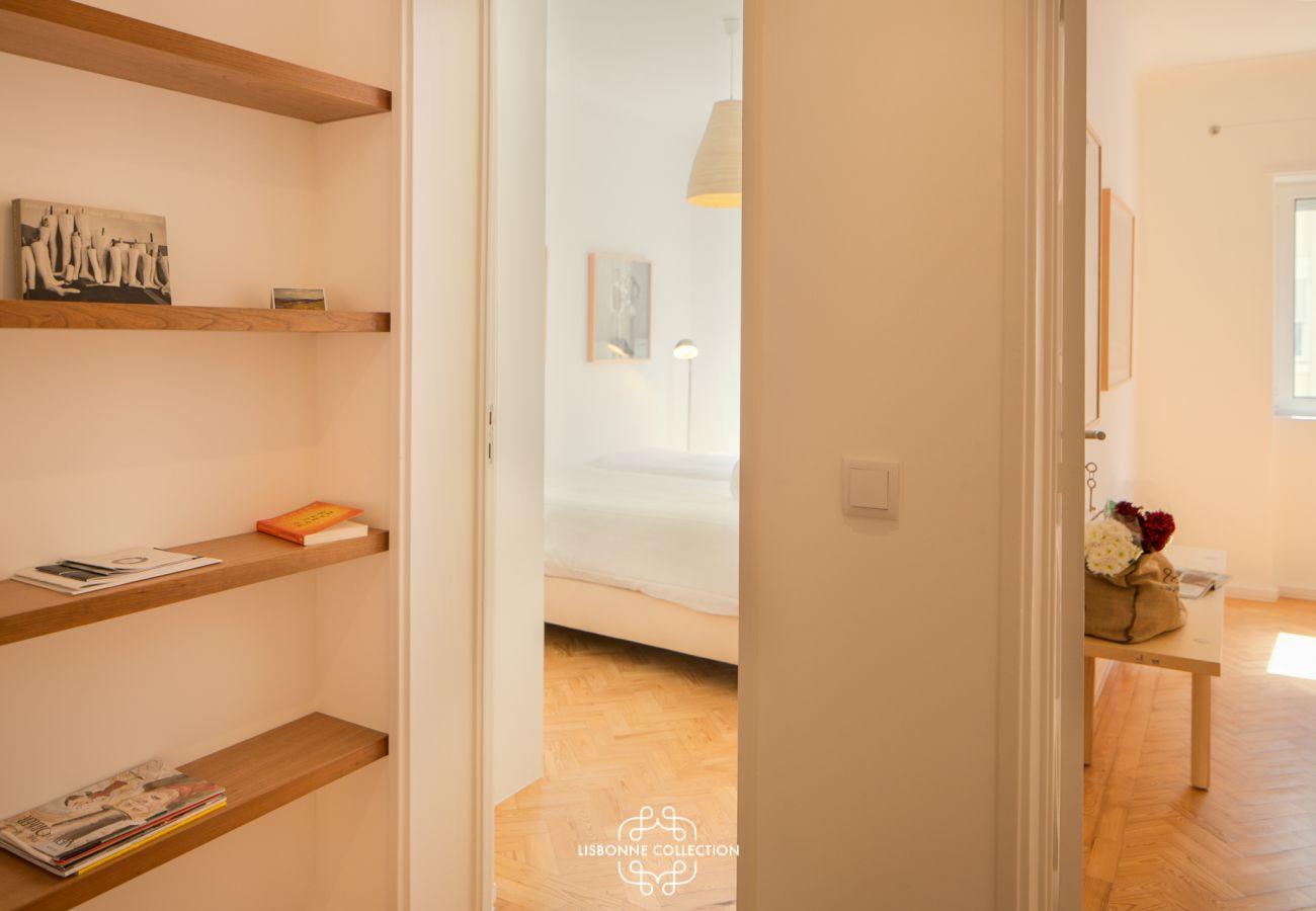 Corridor principal donnant accès aux deux chambres à coucher