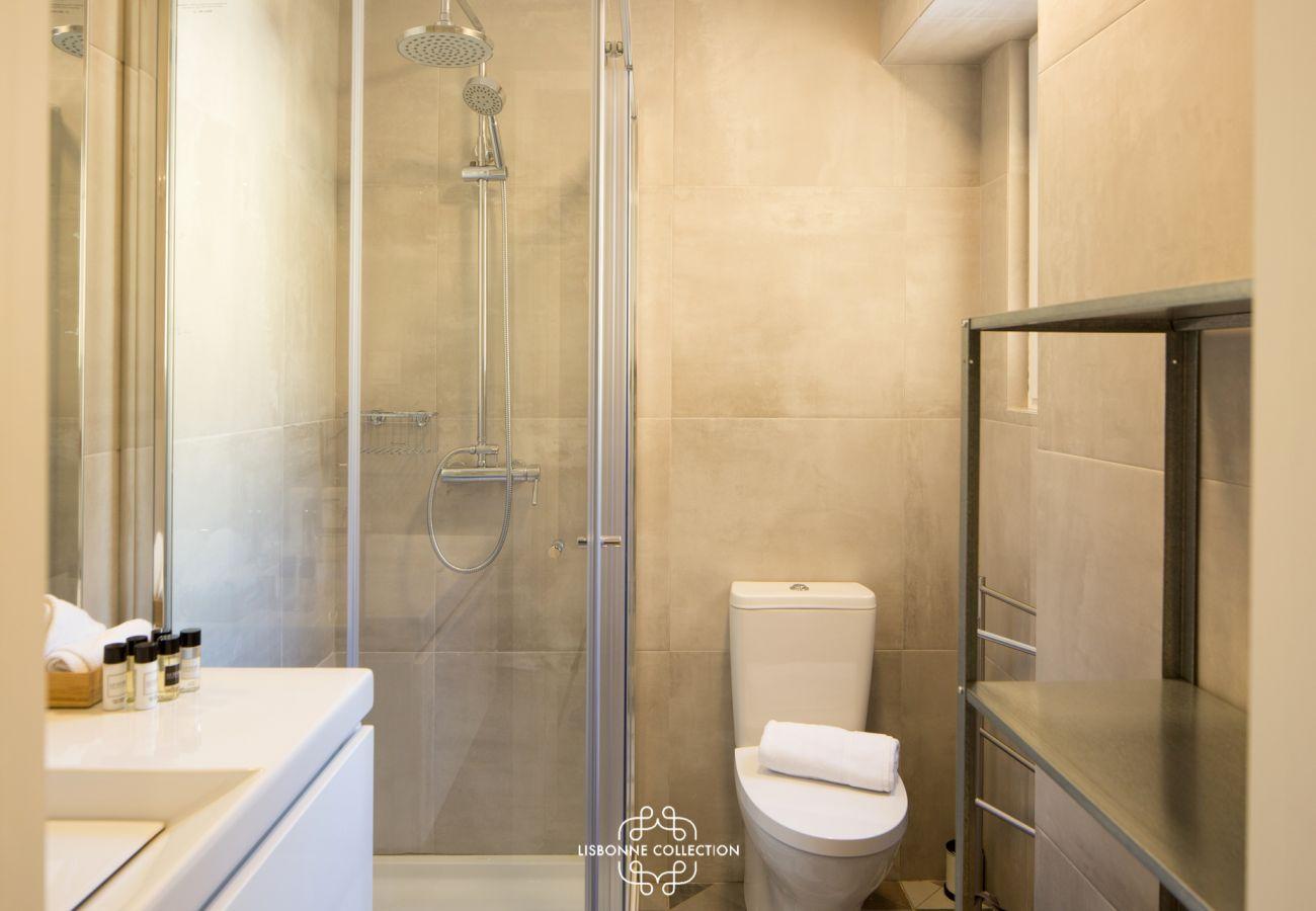 Salle d'eau de luxe au design haut de gamme