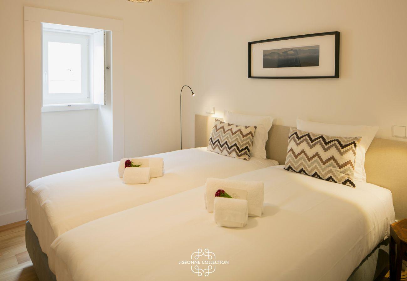 2 couchages simples collés pour faire un lit 2 places